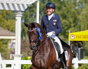 Cesar Parra and Fashion Designer OLD defending 2017 Developing Grand Prix Champions :: Photo © Sue Stickle