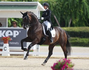 Jana Schrödter and the Oldenburg bred Der Erbe win the 2019 European Junior Riders Championships :: Photo © Astrid Appels