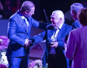 Sjef van Rijswijk receives the EDS award from Joop van Uytert and Nico Witte at the 2019 Excellent Dressage Sales