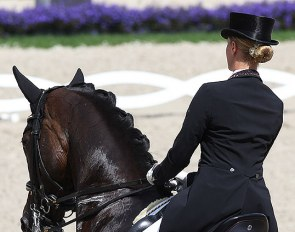 Good posture in the saddle :: Photo © Astrid Appels