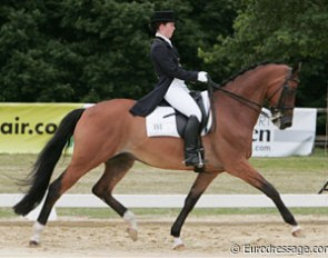 There were only two Dutch young riders in Bonn. This is Dindi van den Brink on Planet Dolibra V