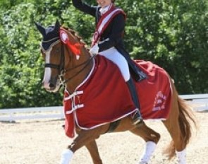 Cathrine Dufour and Cadillac win the 2009 Danish Junior Riders Championships :: Photo © Ridehesten.com