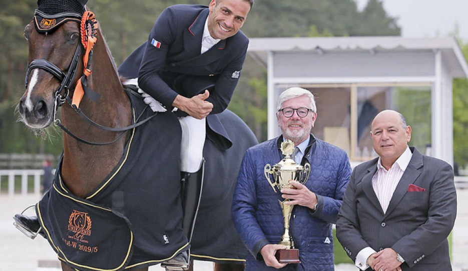 French team rider Alexandre Ayache with judge Peter Holler and show host Arie Yom-Tov at the 2019 CDI-W Budapest :: Photos © Anett Somogyvari