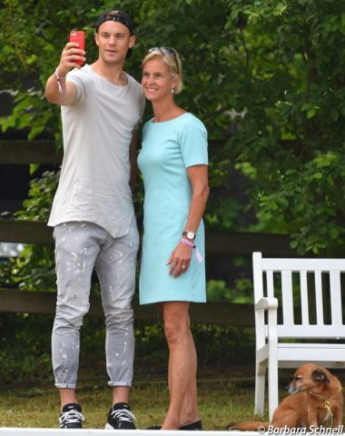 Show host Rosalie von Landsberg-Velen taking a selfie with German soccer star Manuel Neuer, who is about to embark to Russia for the World Soccer Championships