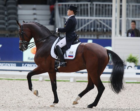 One of the big surprises in Rotterdam: Elena Sidneva on Fuhur. What a wonderful piaffe-passage this horse has, so correct!