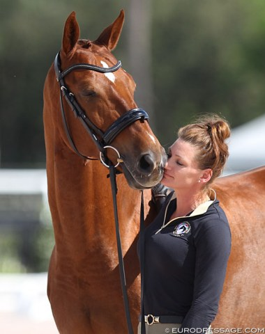 Lots of cuddling while waiting for the trot up. Ida Mattisson with Edison van Twinwood