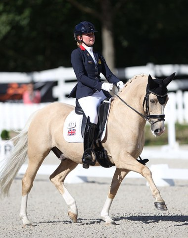 British Annabella Pidgley had her hands full with a spooky Cognac IX who got distracted by the windy conditions