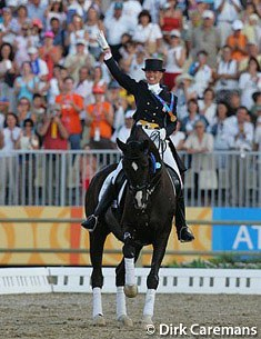 Anky van Grunsven and Salinero's lap of honour at the 2004 Olympic Games