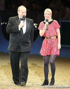 Just an hour after her flight from Argentina Laura Bechtolsheimer made a guest appearance at Olympia after the freestyle and was interviewed on her future plans, horses and wedding