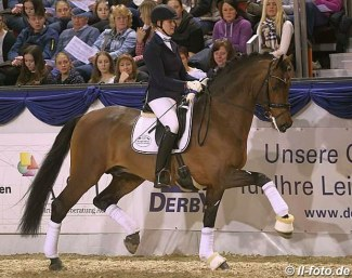 Claudia Ruscher and Champagner :: Photo © LL-foto