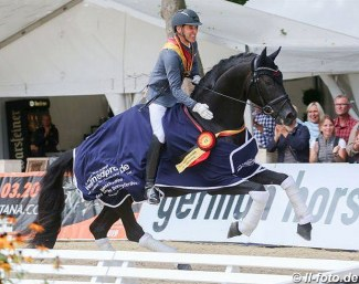 Rudolf Widmann and Revenant win the 6-yo finals at the 2018 Bundeschampionate :: Photo © LL-foto