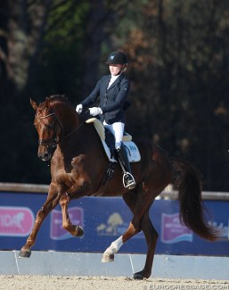 Jeanna Hogberg and Springbank VH at the 2015 CDI Vidauban :: Photo © Astrid Appels
