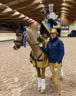 Elliot Nilsson and Casino Royale K with coach Elin Aspnas at the 2020 Swedish pony championships